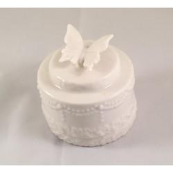 Scatolina porcellana bianca a forma di torta con farfalla applicata